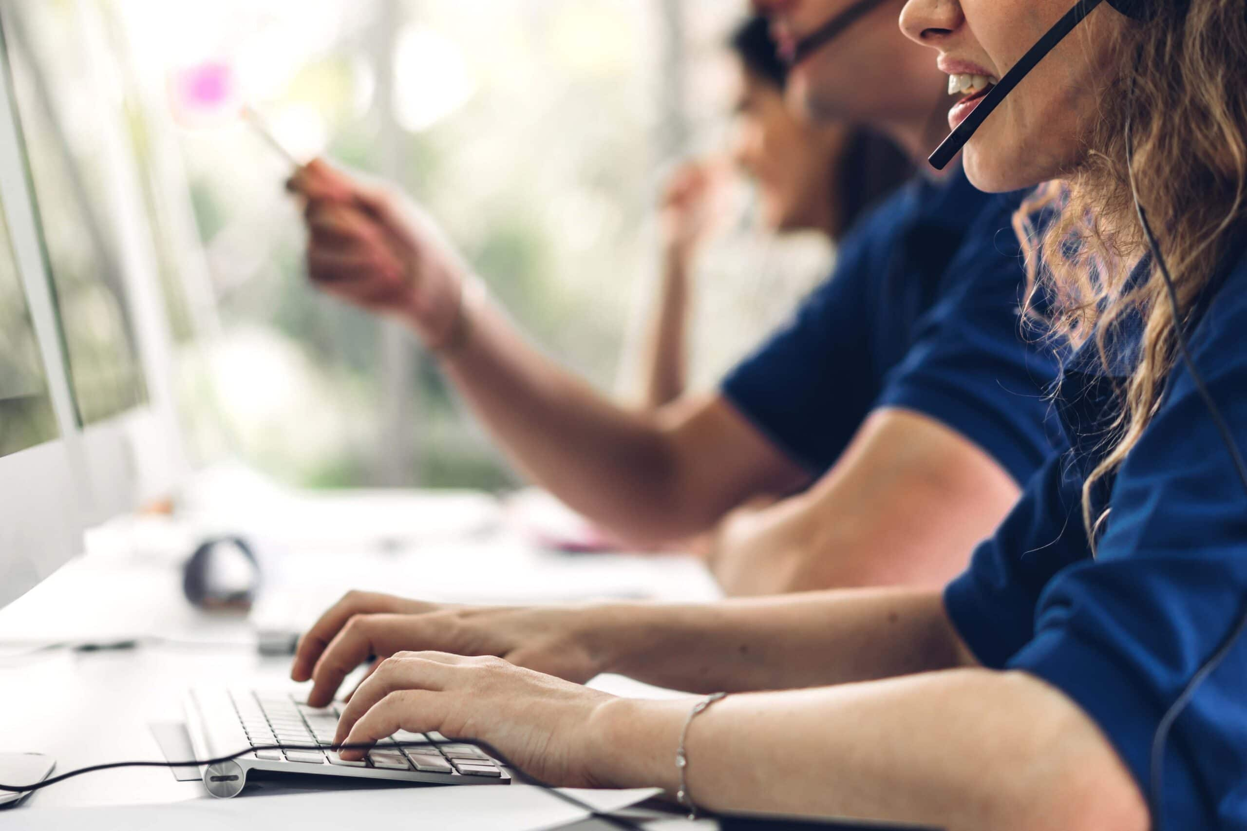 A frontline employee is assisted by contact centre automation